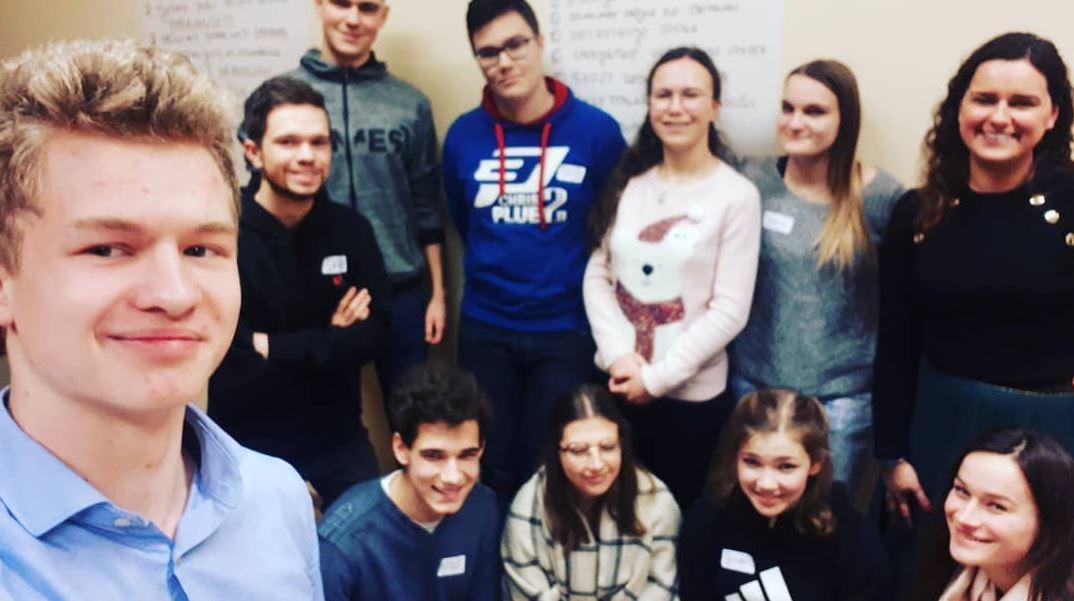 Uczestnicy Szkoły Młodego Lidera Fundacji Odzyskani. Zdjęcie grupowe
